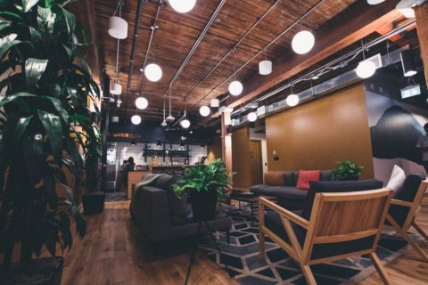Thomas Fundneider, Geschäftsführer der Berater für Neues Arbeiten, hat als Jurymitglied die innovativsten Büro-Lounges mutausgewählt